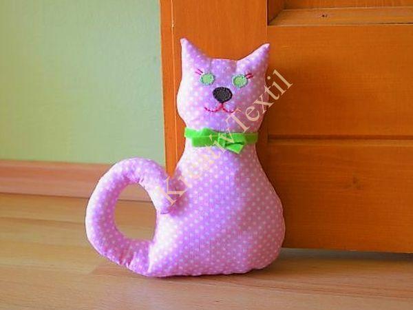 Ajtótámasz cica
