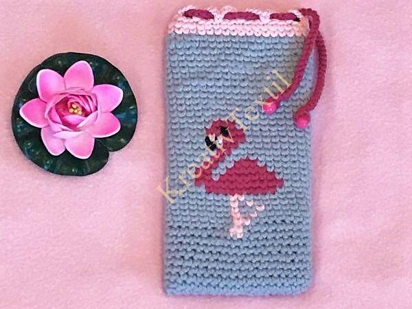 Horgolt flamingós mobiltelefon tartó