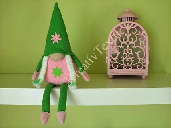 Zöld-rózsaszín tavaszi manó lány lábakkal